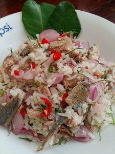 ข้าวคลุกปลาทูทอด