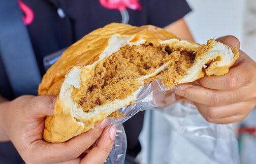 ขนมปังไส้พริกเผาหมูหยอง ขนมปังปอนด์ยอดนิยมแสนอร่อย เหนียวนุ่ม หอมกลิ่นเนย